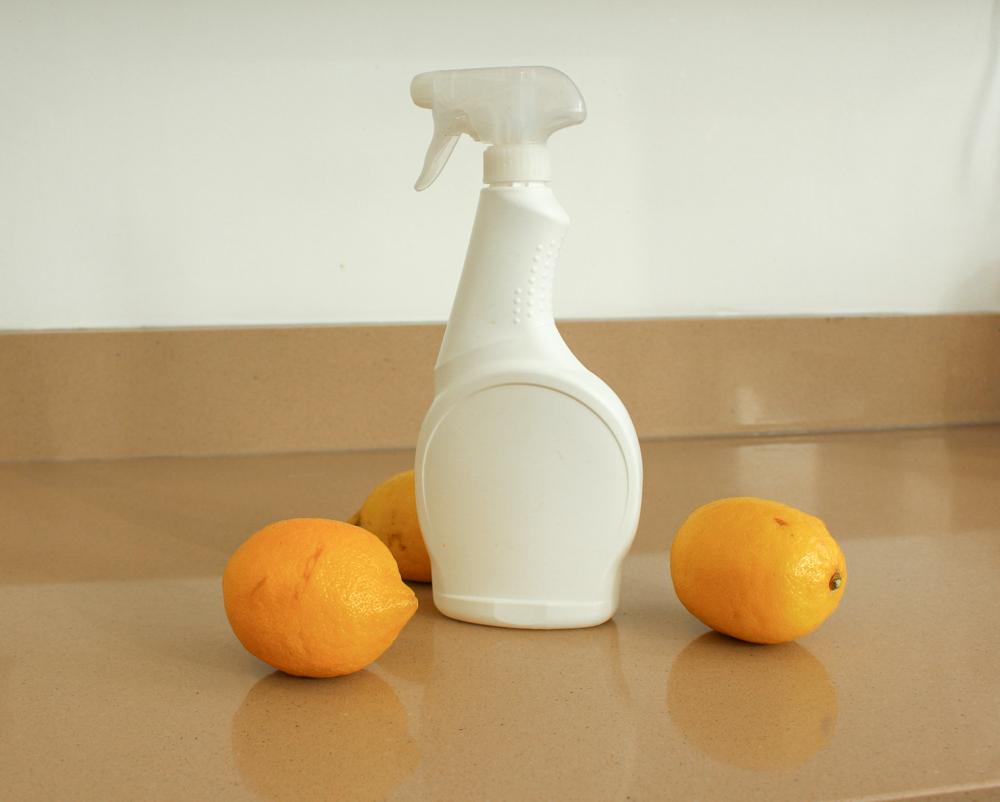 lemon and vinegar cleaning spray