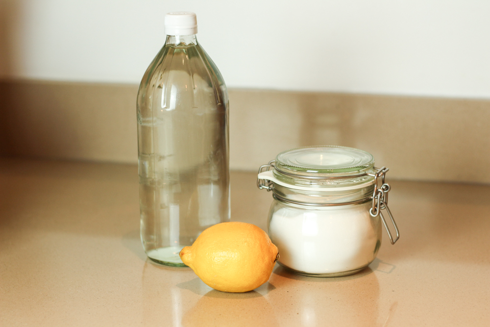 clean your bathroom with vinegar and bicarb