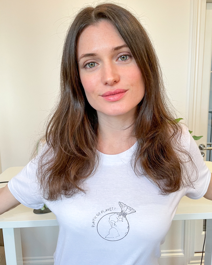 girl wearing t-shirt that's affordable sustainable clothing